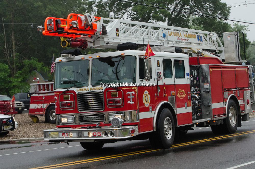 10Jun2013/Lanoka Harbor/NJ/USALHFD Ladder truck arrives at station 61 LHFD