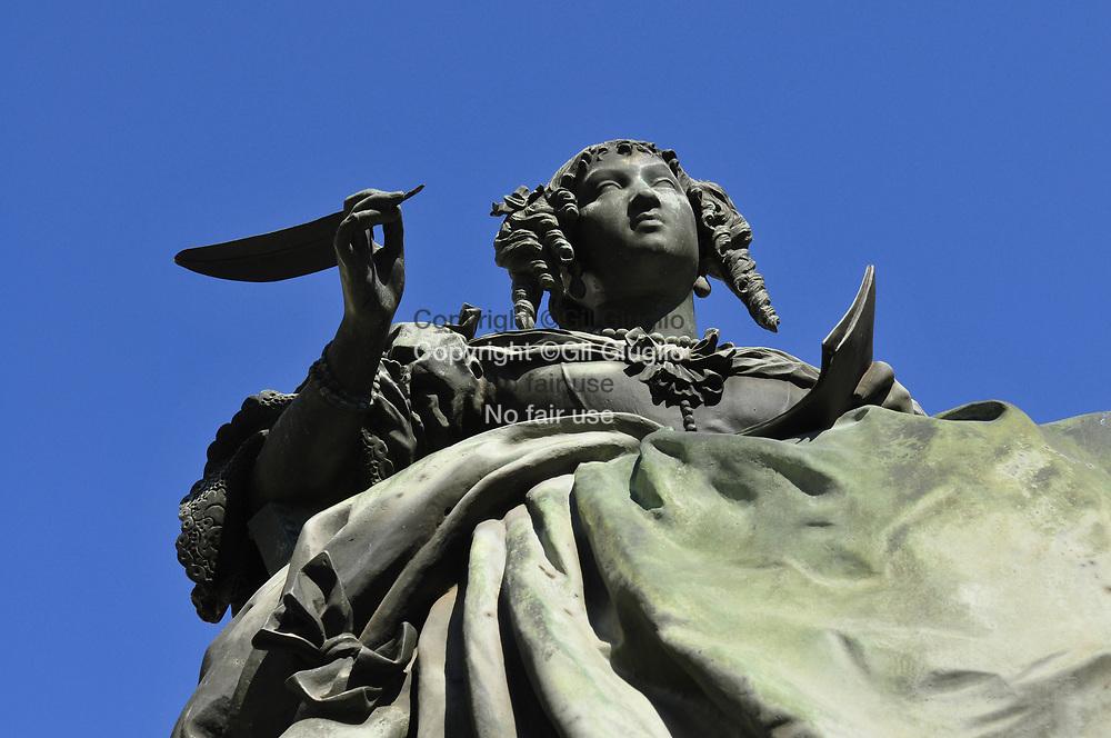 France, Auvergne-Rhône-Alpes, Drôme (26), Grignan, statue de la Marquise de Sévigné dans le centre du village   // France, region of Auvergne Rhone Alpes, department of Drome, Grignan, statue of Marquise de Sévigné on main square of village
