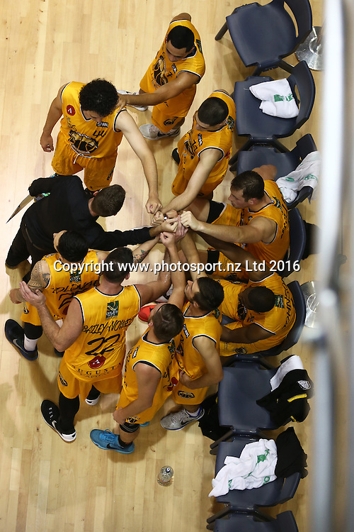 Mountainairs team huddle during the NBL basketball match between the Southland Sharks and Taranaki Mountainairs, ILT Stadium Southland, Invercargill, Saturday, March 19, 2016. Photo: Dianne Manson / www.photosport.nz