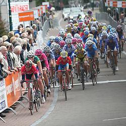 Ladiestour 2007 Leende<br />peloton in de passage