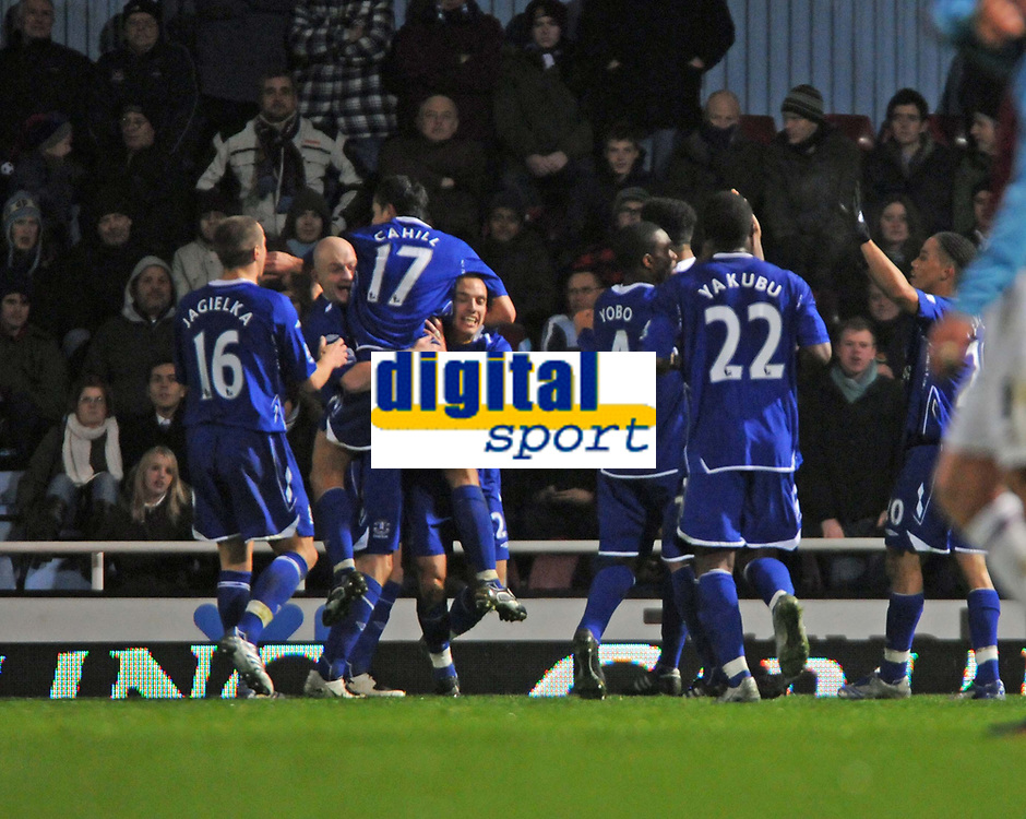 Photo: Tony Oudot/Sportsbeat Images.<br /> West Ham United v Everton. Carling Cup. 12/12/2007.<br /> Leon Osman (centre) of Everton celebrates his equaliser with teammates