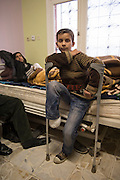 Anwar, 12 years, lost a leg after a bomb fell in his neighborhood in Aleppo. He is in Turkey since 10 days. He is assisted by the Tawhid Medical Foundation in Turkey who helps with interpreters and medical care.<br /> <br /> Anwar, 12 ans, a perdu un pied dans un bombardement à Alep. Il est en Turquie depuis 10 jours. Il est pris en charge par le Tawhid médical foundation en Turquie qui l'aide avec des interprètes et des soins médicaux
