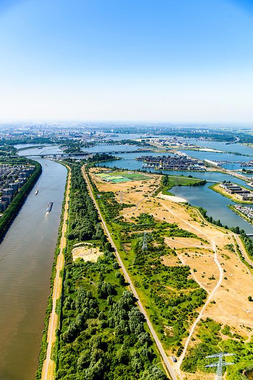 Nederland, Noord-Holland, Amsterdam,  29-06-2018; Diemerzeedijk, zicht op het Diemerpark, voormalige vuilstortplaats, nu stadspark. De wijk IJburg in de achtergrond.<br /> Diemerzeedijk, view on the Diemerpark, former landfill, now city park.<br /> <br /> luchtfoto (toeslag op standard tarieven);<br /> aerial photo (additional fee required);<br /> copyright foto/photo Siebe Swart