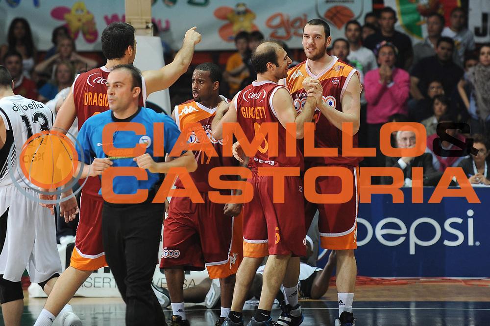 DESCRIZIONE : Caserta Lega A 2009-10 Playoff Quarti di Finale Gara 2 Pepsi Caserta Lottomatica Virtus Roma<br /> GIOCATORE : Jacopo Giachetti Andrea Crosariol<br /> SQUADRA : Lottomatica Virtus Roma<br /> EVENTO : Campionato Lega A 2009-2010 <br /> GARA : Pepsi Caserta Lottomatica Virtus Roma<br /> DATA : 23/05/2010<br /> CATEGORIA : Esultanza<br /> SPORT : Pallacanestro <br /> AUTORE : Agenzia Ciamillo-Castoria/GiulioCiamillo<br /> Galleria : Lega Basket A 2009-2010 <br /> Fotonotizia : Caserta Lega A 2009-10 Playoff Quarti di Finale Gara 2 Pepsi Caserta Lottomatica Virtus Roma<br /> Predefinita :
