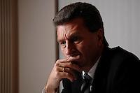 19 NOV 2007, BERLIN/GERMANY:<br /> Guenther Oettinger, CDU, Ministerpraesident Baden-Wuerttemberg, waehrend einem Interview, Landesvertretung Baden-Wuerttemberg<br /> IMAGE: 20071119-02-031<br /> KEYWORDS: Günther Oettinger, nachdenklich