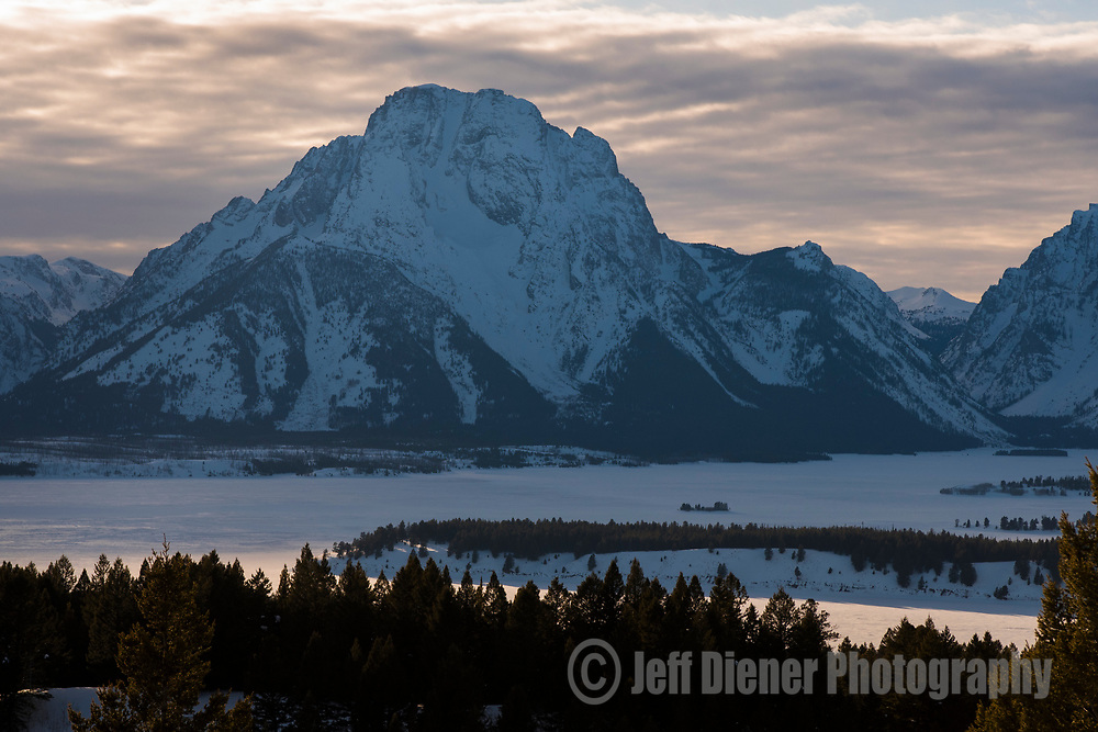 Jackson Lake and the Teton Range at sunset, Grand Teton National Park, Jackson Hole, Wyoming.