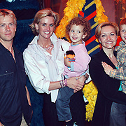 Premiere Sesamstraat Live Den Haag, Anthonie Kamerling, Daphne Dekcers met dochter Emma, Marisca van Kolck met zoon Christopher