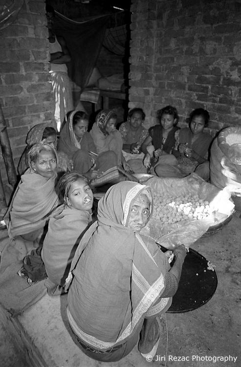 BANGLADESH DHAKA FEB95 - A women's group gathers for their weekly meeting initiated by the Sampreeti NGO...jre/Photo by Jiri Rezac..© Jiri Rezac 1995