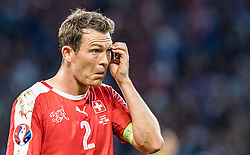 19.06.2016, Stade Pierre Mauroy, Lille, FRA, UEFA Euro, Frankreich, Schweiz vs Frankreich, Gruppe A, im Bild Stephan Lichtsteiner (SUI) // Stephan Lichtsteiner (SUI) during Group A match between Switzerland and France of the UEFA EURO 2016 France at the Stade Pierre Mauroy in Lille, France on 2016/06/19. EXPA Pictures © 2016, PhotoCredit: EXPA/ JFK
