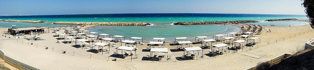 Lido disposto a semicerchio sulla spiaggia di Campo di Mare (BR). Foto panoramica ottenuta dall'unione di piu scatti.
