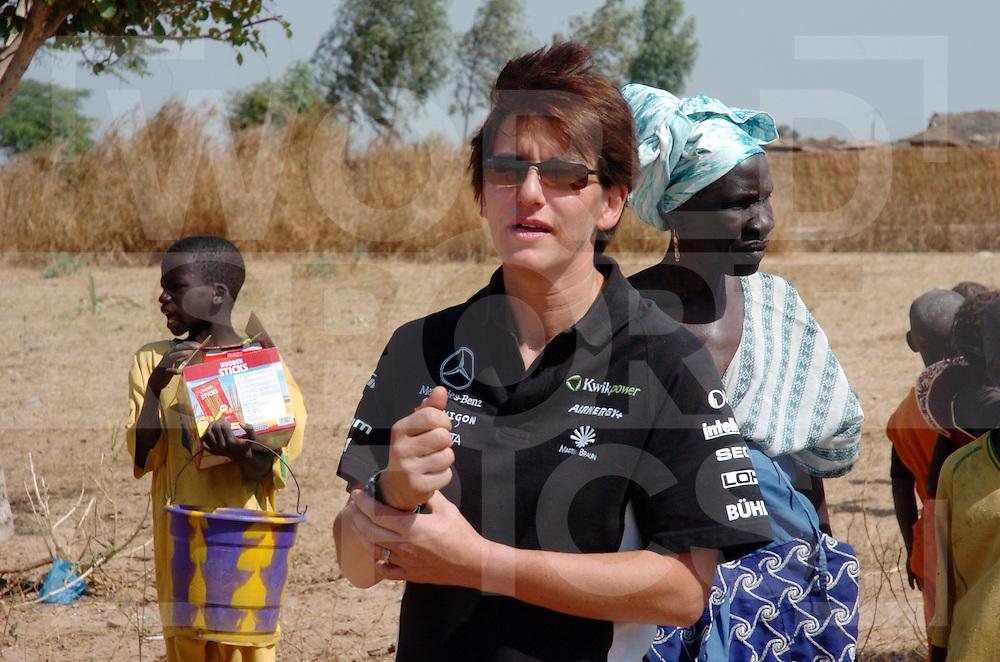 Rally Lissabon-Dakar 2006:..Essen verteiling  unterwegs..fotografie frank uijlenbroek©2006 frank uijlenbroek..