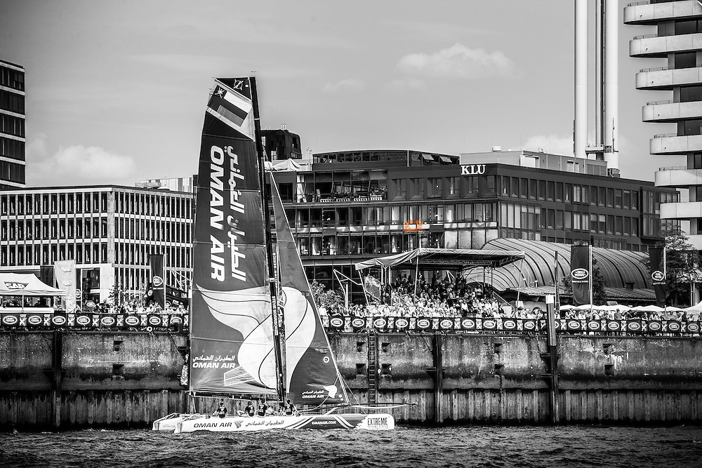 2015 Extreme Sailing Series - Act 5 - Hamburg.<br /> Oman Air skippered by Stevie Morrison (GBR) and crewed by Nic Asher (GBR), Ed Powys (GBR), Ted Hackney (AUS) and Ali Al Balushi (OMA)<br /> Credit Jesus Renado.