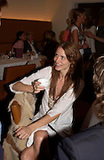 Saffron Burrows. Lunch party for Brooke Shields hosted by charles finch and Patrick Cox. Mortons. Berkeley Sq. 6 July 2005. ONE TIME USE ONLY - DO NOT ARCHIVE  © Copyright Photograph by Dafydd Jones 66 Stockwell Park Rd. London SW9 0DA Tel 020 7733 0108 www.dafjones.com