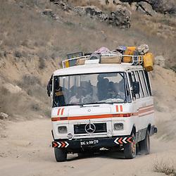 Transporte de pessoas e bens na província de Benguela. Salinas da Macaca. Angola