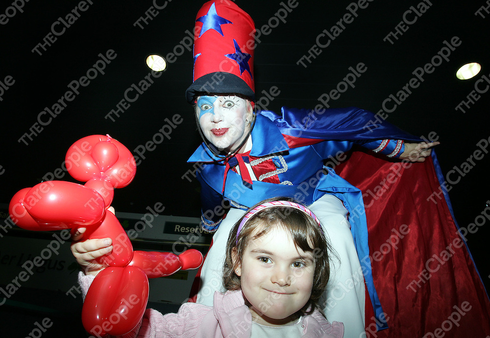 231005 <br /> 3 year old Chantelle Prendergast from Galway celebrates with Pipa the Stiltwalker at Shannon Airport Co Clare during the 60th anniversary of Commercial Transatlantic Aviation at Shannon Airport. Pic Arthur Ellis/Press 22