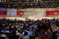31 AUG 2005, BERLIN/GERMANY:<br /> Uebersich der Buehne, waehrend der Rede von Gerhard Schroeder, SPD, Bundeskanzler, a.o. Bundesparteitag der SPD, Estrell Convention Center<br /> IMAGE: 20050831-02-058<br /> KEYWORDS: Wahlparteitag, Bundestagswahl, Wahlkampf, party congress, Gerhard Schröder, Übersicht