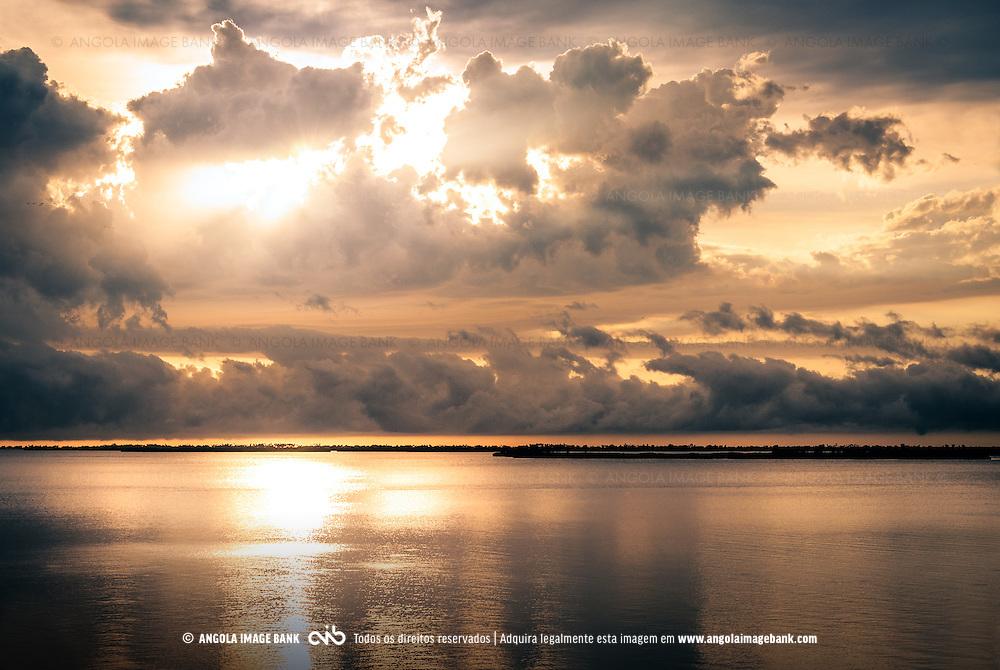 A baía do Mussulo ao pôr do sol