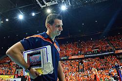 04-10-2015 NED: Volleyball European Championship Final Nederland - Rusland, Rotterdam<br /> Nederland verliest kansloos de finale met 3-0 van Rusland en moet genoegen nemen met zilver / Teleurstelling bij Coach Giovanni Guidetti