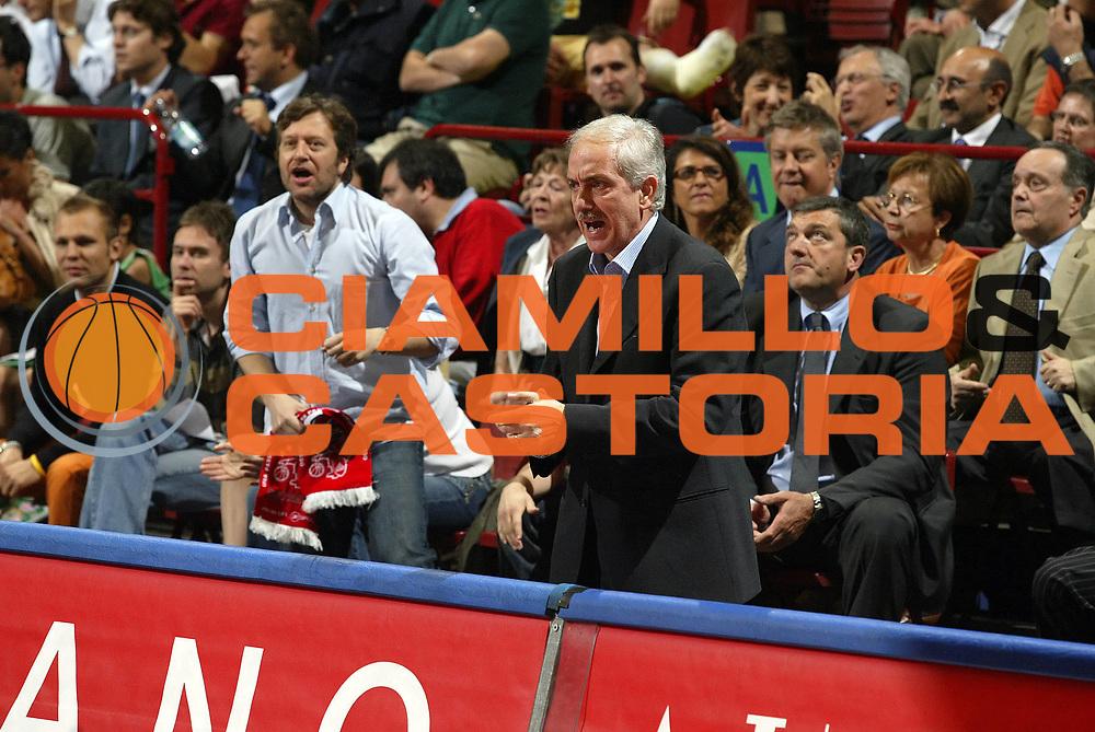 DESCRIZIONE : Milano Lega A1 2005-06 Play Off Quarti Finale Gara 4 Armani Jeans Olimpia Milano Benetton Treviso <br /> GIOCATORE : Natali<br /> SQUADRA : Armani Jeans Olimpia Milano <br /> EVENTO : Campionato Lega A1 2005-2006 Play Off Quarti Finale Gara 4 <br /> GARA : Armani Jeans Olimpia Milano Benetton Treviso <br /> DATA : 25/05/2006 <br /> CATEGORIA : Delusione<br /> SPORT : Pallacanestro <br /> AUTORE : Agenzia Ciamillo-Castoria/G.Cottini