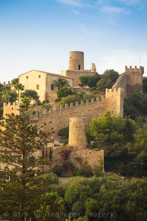 Blick auf Befestigungsanlage Castell de Capdepera, Mallorca, Spanien