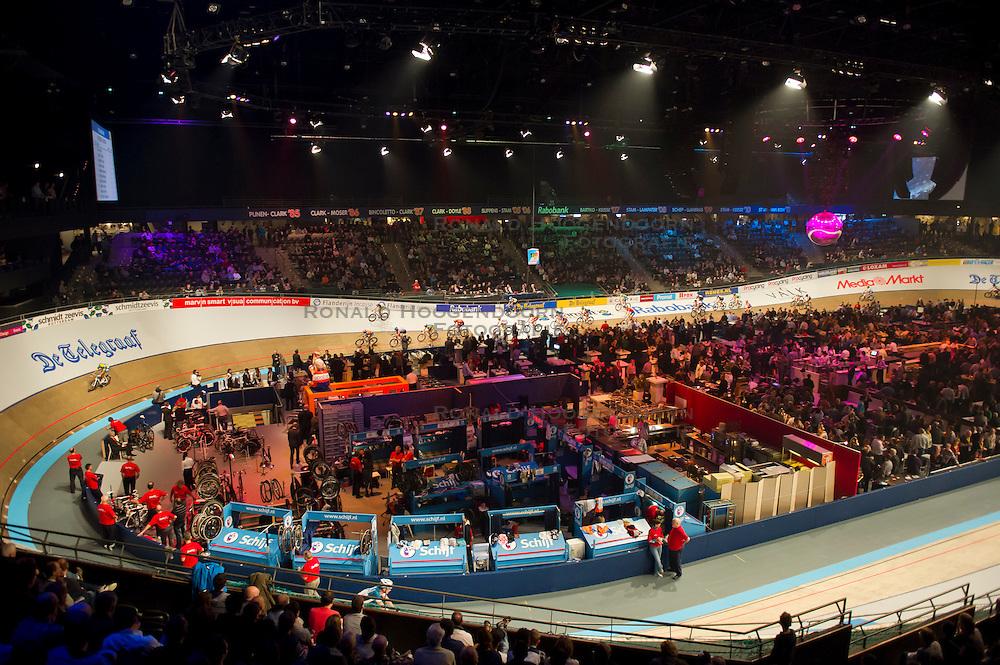 06-01-2012 WIELRENNEN: RABOBANK ZESDAAGSE: ROTTERDAM<br /> Overzicht van Sportpaleis Ahoy tijdens de koppelkoers<br /> (c)2012-FotoHoogendoorn.nl / Peter Schalk