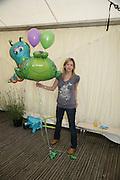 Claire Goose, KIM WILDE TO HOSTS RHS ÔA MAGICAL GARDEN PARTY' -HAMPTON COURT PALACE FLOWER SHOW, 2 JULY 2007. DO NOT ARCHIVE-© Copyright Photograph by Dafydd Jones. 248 Clapham Rd. London SW9 0PZ. Tel 0207 820 0771. www.dafjones.com.