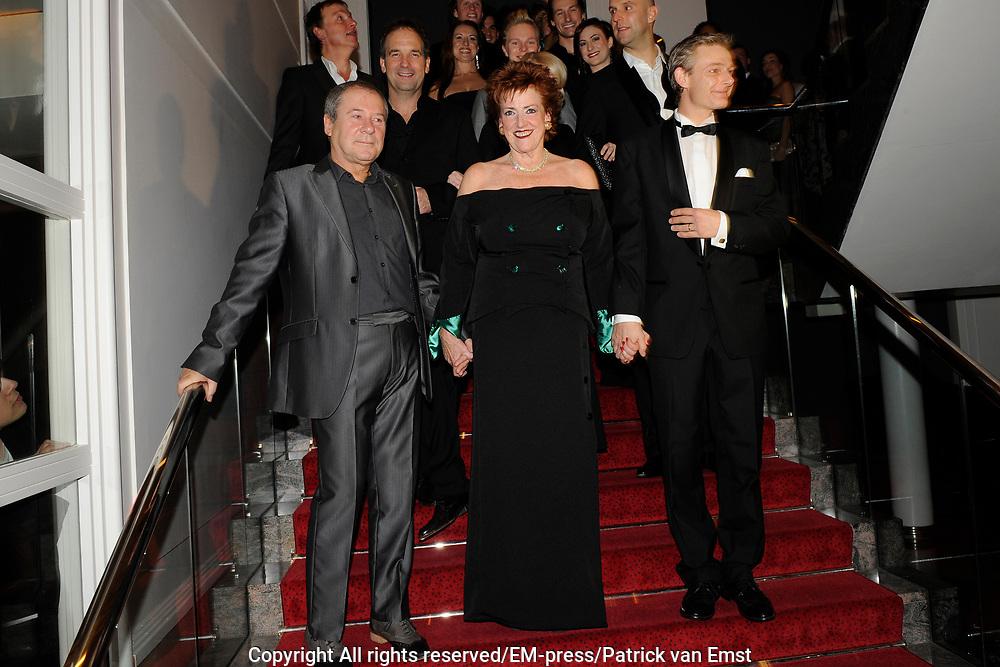 Premiere musical Wicked in het Circus Theater, Scheveningen.<br /> <br /> Op de foto:  Bill van Dijk, Pamela Teves en Jochem Feste Roozemond