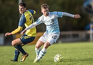FODBOLD: Lucas Ohlander (FC Helsingør) løber fra Filip Blazek (Brøndby IF) under kampen i Reserveligaen mellem Brøndby IF og FC Helsingør den 6. november 2017 på Brøndby Stadion, bane 2. Foto: Claus Birch