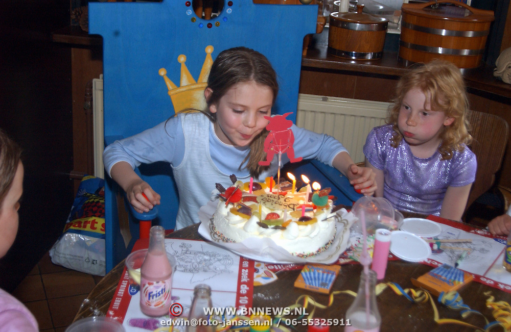 Verjaardagfeest dochter Anita Bloksiel , Donalda, taart