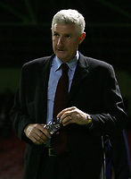 Photo: Paul Thomas.<br /> Rotherham United v Norwich City. Carling Cup. 19/09/2006.<br /> <br /> A worried Norwich manager, Nigel Worthington, at half time.