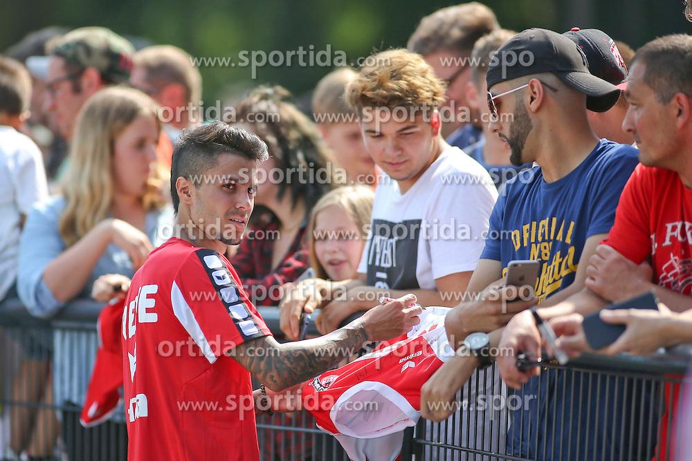 16.07.2015, Geissbockheim, Koeln, GER, 1. FBL, 1. FC Koeln, Training, im Bild Neuzugang Leonardo Bittencourt (1. FC Koeln #21) verteilt Autogramme an die Fans // during a practice session of German Bundesliga Club 1. FC Cologne at the Geissbockheim in Koeln, Germany on 2015/07/16. EXPA Pictures &copy; 2015, PhotoCredit: EXPA/ Eibner-Pressefoto/ Schueler<br /> <br /> *****ATTENTION - OUT of GER*****