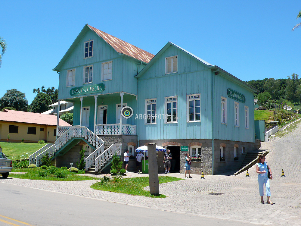 Casa tipica da regiao. Vale do Vinhedos ,Bento Goncalves, Rs Brasil. / Typical house of this region. Vineyard valley, Bento Goncalves, Rio Grande do Sul, Brazil