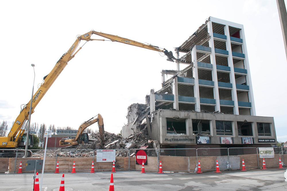 Demolition workers pull down earthquake damaged 217 Gloucester Street, Christchurch, New Zealand,  Thursday 6 September, 2012. Credit: SNPA /  David Alexander.