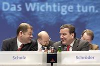 16 NOV 2003, BOCHUM/GERMANY:<br /> Olaf Scholz (L), SPD Generalsekretaer, und Gerhard Schroeder (R), SPD, Bundeskanzler, im Gespraech, SPD Europadelegiertenkoferenz, Ruhr-Congress-Zentrum<br /> IMAGE: 20031116-01-011<br /> KEYWORDS: Parteitag, party congress, gerhard Schröder, Gespräch