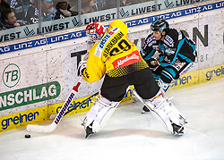 04.01.2019, Keine Sorgen Eisarena, Linz, AUT, EBEL, EHC Liwest Black Wings Linz vs Vienna Capitals, 35. Runde, im Bild v.l. Tormann Bernhard Starkbaum (Vienna Capitals), Daniel Woger (EHC Liwest Black Wings Linz) // during the Erste Bank Eishockey League 35th round match between EHC Liwest Black Wings Linz and Vienna Capitals at the Keine Sorgen Eisarena in Linz, Austria on 2019/01/04. EXPA Pictures © 2019, PhotoCredit: EXPA/ Reinhard Eisenbauer