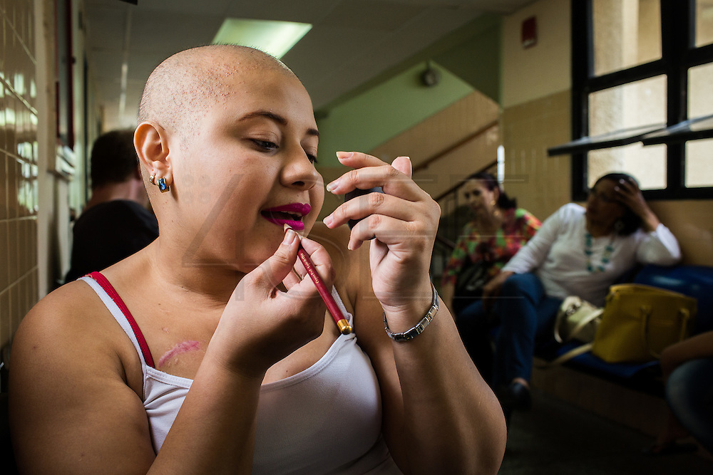 2016/05/29 - Barcelona, Venezuela: Mardelyn Parra, 21, applies make-up in the corridor of  Dr. Luis Razetti Hospital in the Venezuelan city of Barcelona. Mardelyn has been fighting leucemia for the last 14 years. (Eduardo Leal)