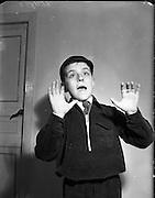 17/11/1952<br /> 11/17/1952<br /> 17 November 1952<br /> (12/11/1952?)<br /> Raymond Brennan, Loftus Lane, Capel Street outside Marlboro Street School, Dublin
