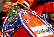 17-10-2007: Voetbal: Nederland-Slovenie: Eindhoven<br /> Oranje Tulpen mogen niet ontbreken vanavond<br /> Foto: Geert van Erven