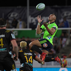 Tevita Li takes a high ball during the Super Rugby match between the Chiefs and Highlanders at FMG Stadium in Hamilton, New Zealand on Friday, 30 March 2018. Photo: Dave Lintott / lintottphoto.co.nz