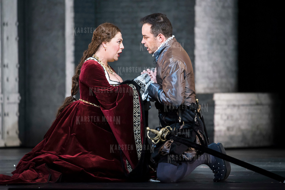 September 23, 2015 - New York, NY : From left, Sondra Radvanovsky (as Anna Bolena) and Stephen Costello (as Lord Richard Percy) perform in a dress rehearsal for Gaetano Donizetti's 'Anne Bolena' at the Metropolitan Opera at Lincoln Center on Wednesday. CREDIT: Karsten Moran for The New York Times