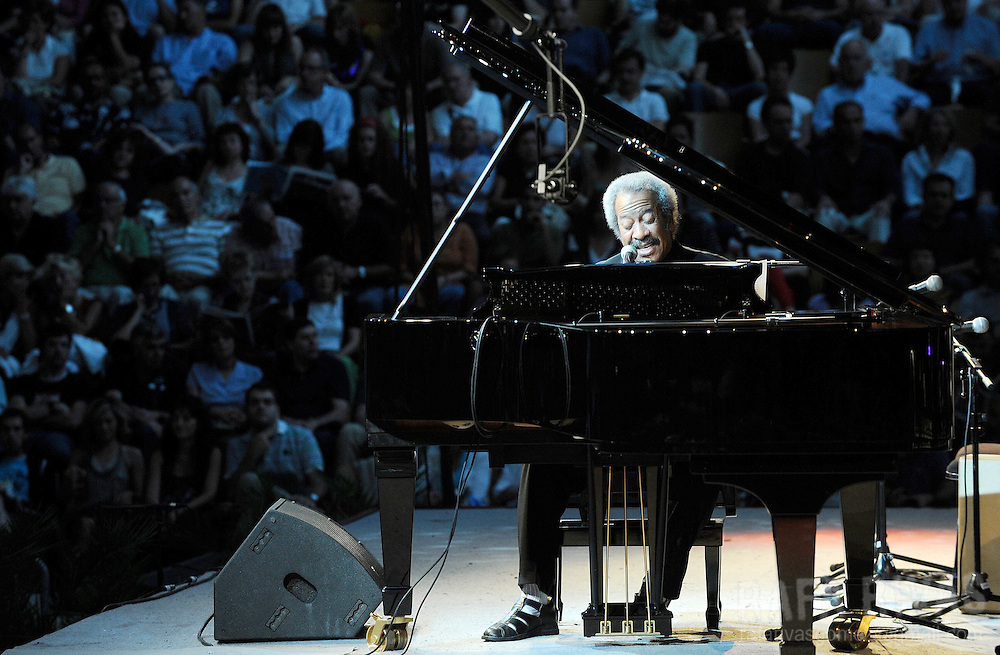 Jazz pianist Allen Toussaint performs during the Jazz Vitoria festival, on July 18, 2009, in the northern Spanish Basque city of Vitoria. PHOTO/Rafa Rivas