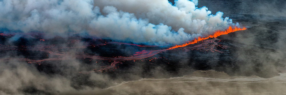 Stitch of 12 photos. Eruption in Holuhraun, Iceland. Taken 1st. of september 2014. The location is north of Bardarbunga volcano.