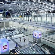 Nuova stazione Porta Susa, Torino..La nuova Stazione di Porta Susa è destinata a diventare la principale stazione torinese per il traffico ferroviario a livello regionale, nazionale, internazionale e per i treni ad Alta Velocità. Porta Susa è una delle grandi realizzazioni urbanistiche che ridisegna il profilo della Spina Centrale. La stazione si avvia a essere non solo un punto di riferimento per il trasporto di persone e merci su rotaia, ma anche un polo di primo piano per quanto riguarda l'accoglienza e il turismo..