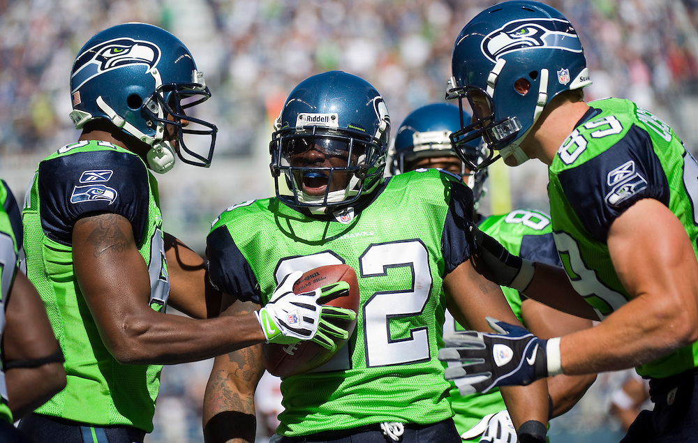 SEATTLE SEAHAWKS VS CHICAGO BEARS - Julius Jones celebrates after scoring on a 39-yard pass reception in the first quarter.