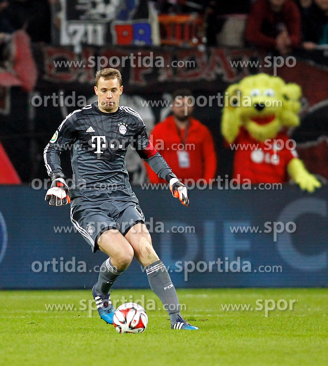 08.04.2015, BayArena, Leverkusen, GER, DFB Pokal, Bayer 04 Leverkusen vs FC Bayern Muenchen, Viertelfinale, im Bild Torwart Manuel Neuer (FC Bayern Muenchen #1) klaert als Libero // during the German DFB Pokal quarter final match between Bayer 04 Leverkusen and FC Bayern Munich at the BayArena in Leverkusen, Germany on 2015/04/08. EXPA Pictures &copy; 2015, PhotoCredit: EXPA/ Eibner-Pressefoto/ Schueler<br /> <br /> *****ATTENTION - OUT of GER*****