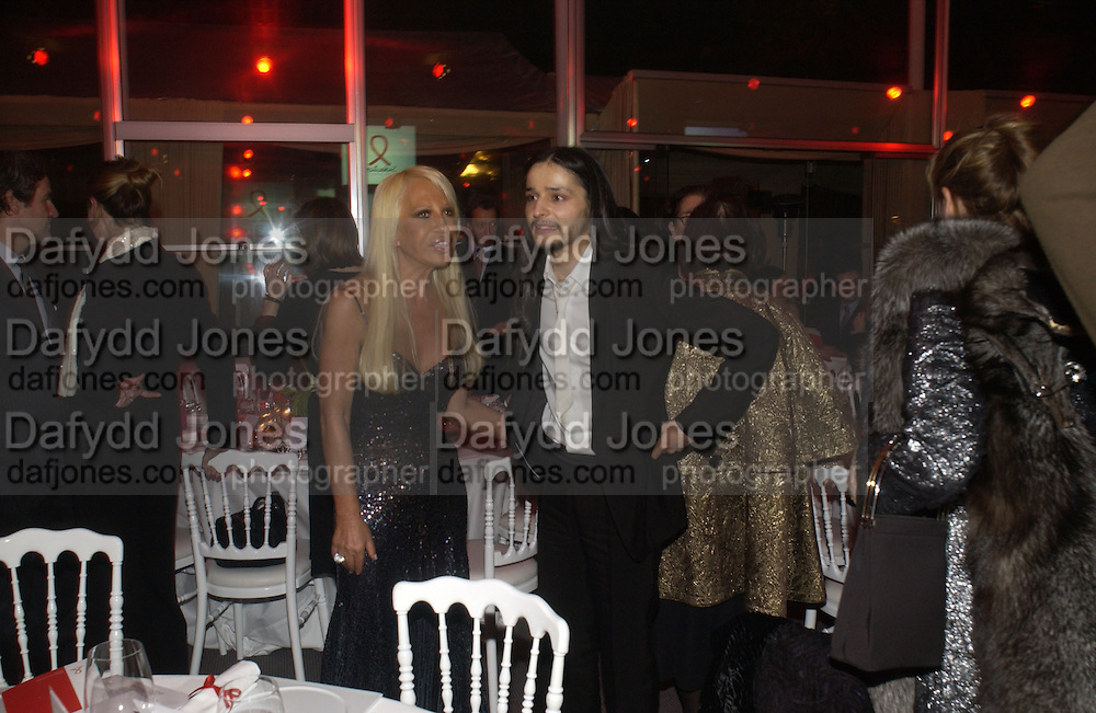 donatella Versace and  Olivier Theyskens.The Sidaction Party raising funds to treat AIDS, held during Haute Couture week  Spring/Summer 2006 at the Pavillon D'Armenonville, Bois de Boulogne.  Paris.  January 25 2006.  ONE TIME USE ONLY - DO NOT ARCHIVE  © Copyright Photograph by Dafydd Jones 66 Stockwell Park Rd. London SW9 0DA Tel 020 7733 0108 www.dafjones.com