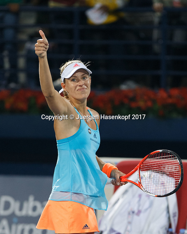 ANGELIQUE KERBER (GER) winkt und bedankt sich beim Publikum nach ihrem Sieg,Freude,Emotion<br /> <br /> Tennis - Dubai Tennis Championships 2017 -  WTA -  Dubai Duty Free Tennis Stadium - Dubai  -  - United Arab Emirates  - 24 February 2017.