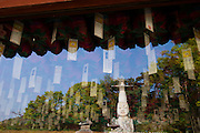 Gwanchoksa temple. The Eunjinmireuk, 19 meters high, wearing a strange crown and more than 1000 years old, is possibly South Korea's most extraordinary statue af Buddha. Her it is reflected in the window of a temple building, the ceiling of which is covered with thankful wishes written by pilgrims.