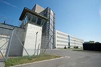 06 AUG 2014, BERLIN/GERMANY:<br /> Wachturm, Haus 2 (himter dem Wachturm), und Haus 3, Abschiebungsgewahrsam der Berliner Polizei in Berlin-Koepenick, Gruenauer Strasse 140<br /> IMAGE: 20150806-01-004<br /> KEYWORDS: Köpenick, Abschiebungshaft, Abschiebeknast, Abschiebehaft, Polizeiabschiebehaftanstalt, Grünau; Gruenau