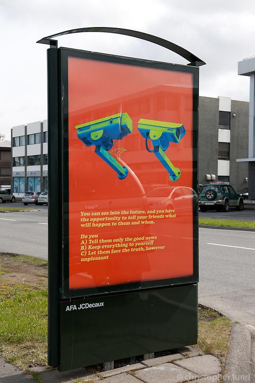 Verk David Byrne - Moral Dilemmas, í upplýsingastöndum Reykjavíkurborgar, frá 11. maí til 1. júní 2010.